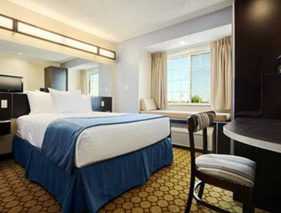 Microtel Inn & Suites by Wyndham Elkhart: Standard Queen Room