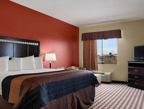 Baymont Inn & Suites Sulphur : Standard King Room