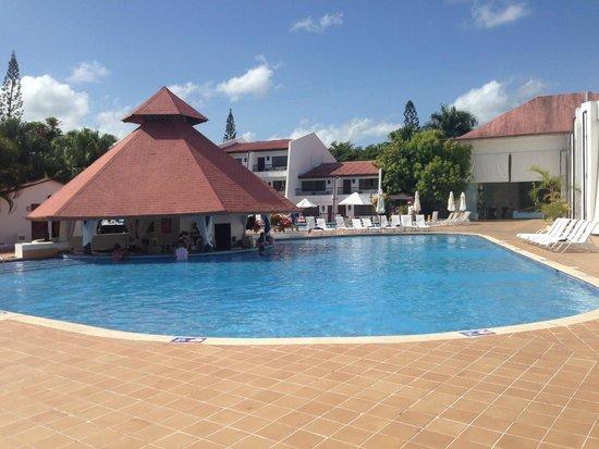 BlueBay Villas Doradas Adults Only: Pool Bar