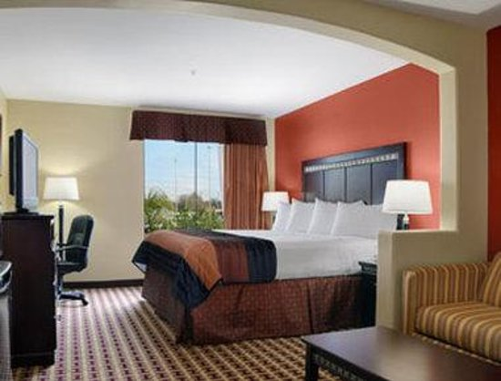 Baymont Inn & Suites Sulphur : Suite