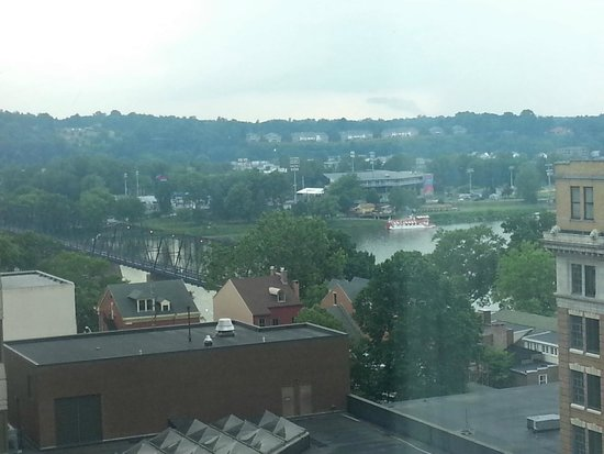 Hilton Harrisburg: View of City Island from Room 1129