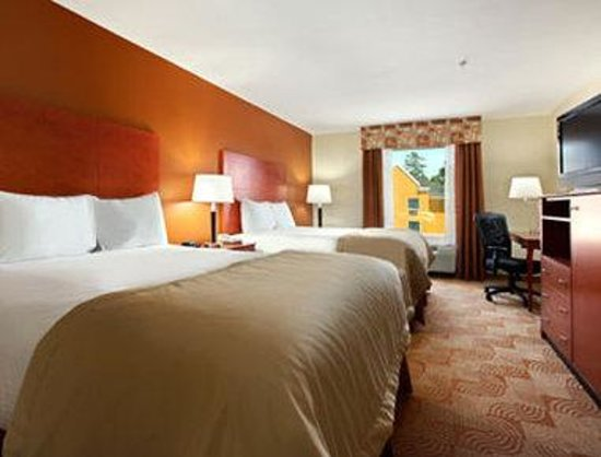 Baymont Inn & Suites Savannah South: Standard Two Queen Bed Room