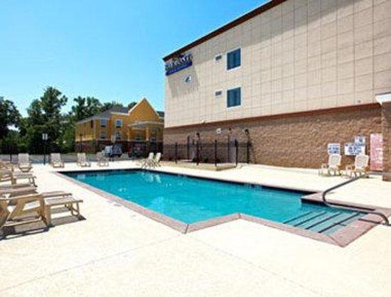 Pool Picture Of Baymont Inn Suites Savannah South Savannah Tripadvisor
