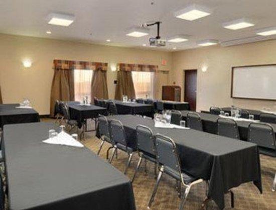 Ramada Drayton Valley: Meeting Room