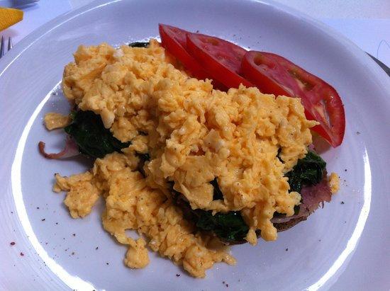 "Hip Cafe : scrambled eggs ""Popeye"""