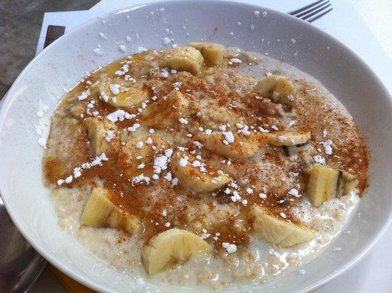 Hip Cafe : hot oatmeal with banana, etc.
