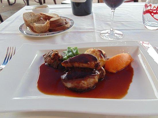 Café de Paris : Magret de canard with foie gras