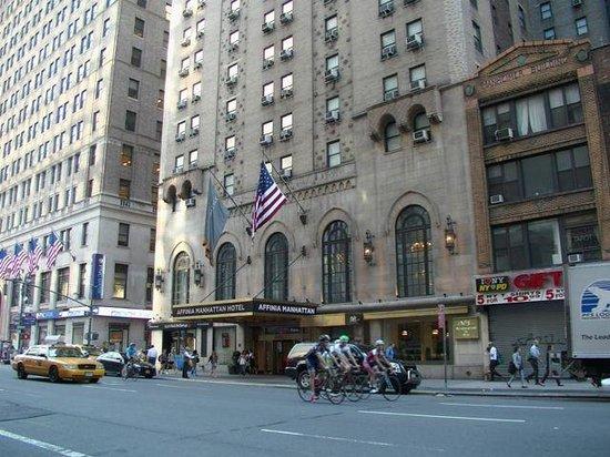 Manhattan NYC–an Affinia hotel: Hotel Main Entrance 7th AV