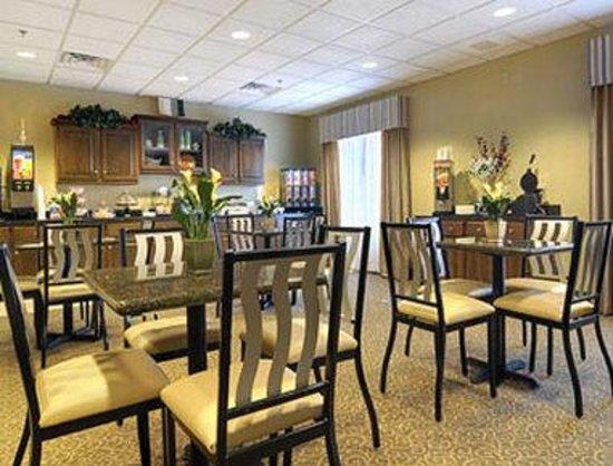 Super 8 Savannah: Breakfast Area