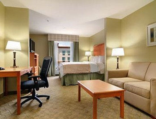 Super 8 Savannah: Standard King Room