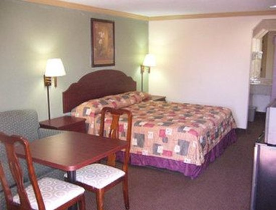 Knights Inn Port Charlotte : Guest Room with King Bed