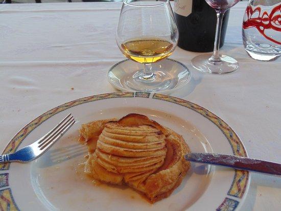 Café de Paris : Tarte au pommes (with obligatory Calvados)