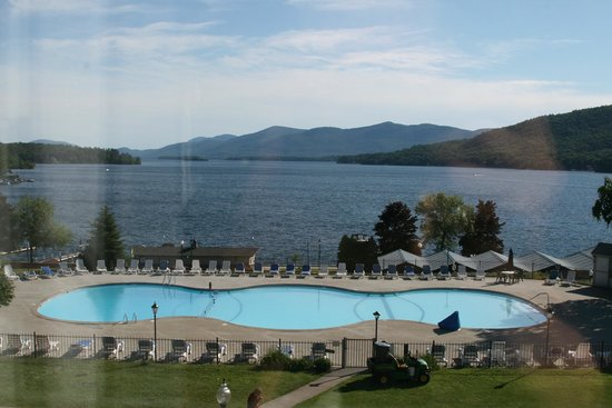 Fort William Henry Hotel and Conference Center: View from our room of beautiful Lake George.