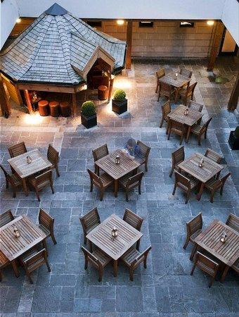 Hotel du Vin & Bistro: Courtyard
