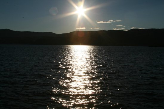 Fort William Henry Hotel and Conference Center: Sunset over beautiful lake George..........