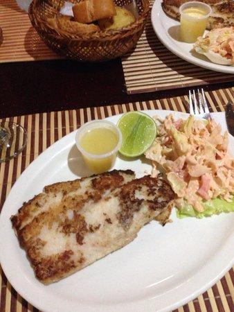 Restaurant La Ponderosa del Mar: Fabulous seabass