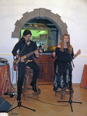 Hotel Oasi Olimpia Relais: Entertainers for the last night