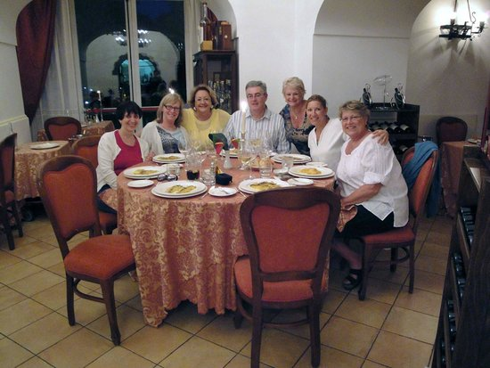 Hotel Oasi Olimpia Relais: Group dining on our culinary achievements