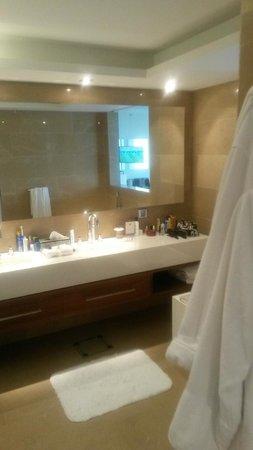 The Ritz-Carlton Herzliya: Bathroom