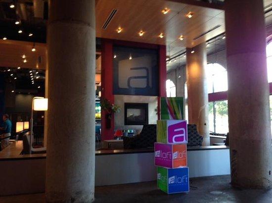 Aloft Dallas Downtown: Lobby