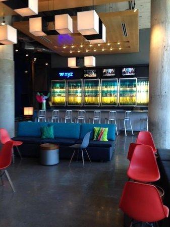 Aloft Dallas Downtown: WXYZ Bar