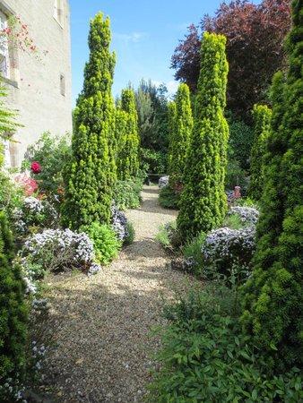 Pilrig House: Manicured gardens