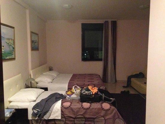 Aparthotel Bellevue: Habitacion