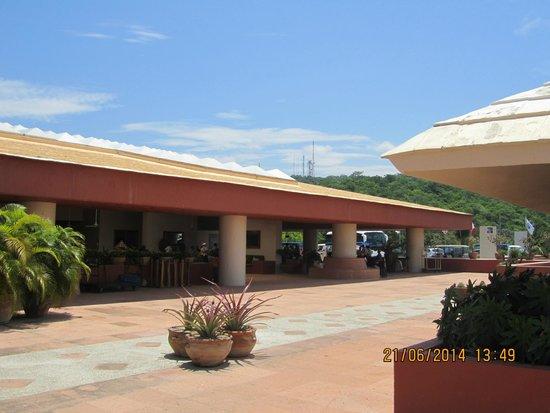 Las Brisas Huatulco: Lobby