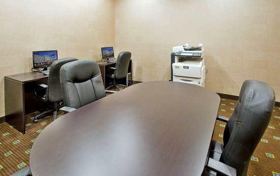 Holiday Inn Suites Kamloops : Business Center