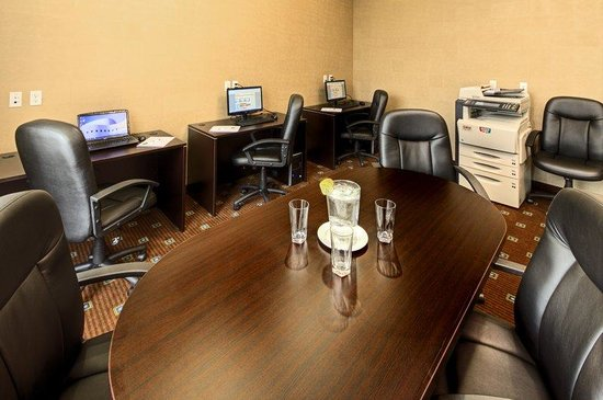 Holiday Inn Suites Kamloops: Business Center