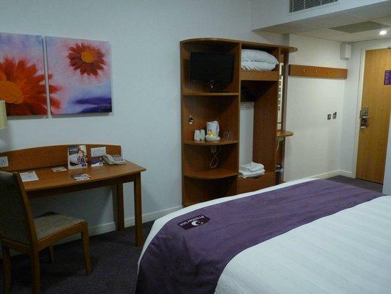 Premier Inn London Stansted Airport Hotel: Zimmer