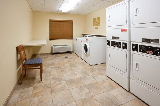 Candlewood Suites Milwaukee Airport-Oak Creek: Laundry Facility