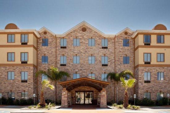 Staybridge Suites Corpus Christi: Hotel Entrance