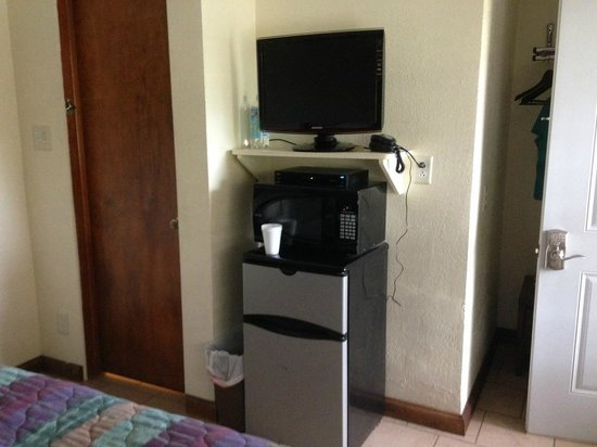 Cool Springs Inn: TV, Microwave, Fridge