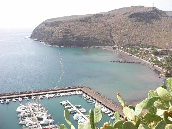 Parador de la Gomera: View of the harbour from the garden