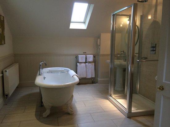Homewood Park Hotel & Spa: superb bathroom