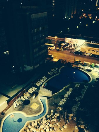 MedPlaya Hotel Regente: The pool at night