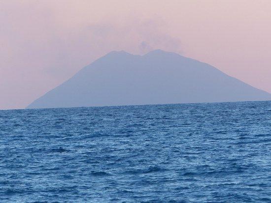 Aurum Sabbie Bianche: vulcano stronboli visto dall'Aurum
