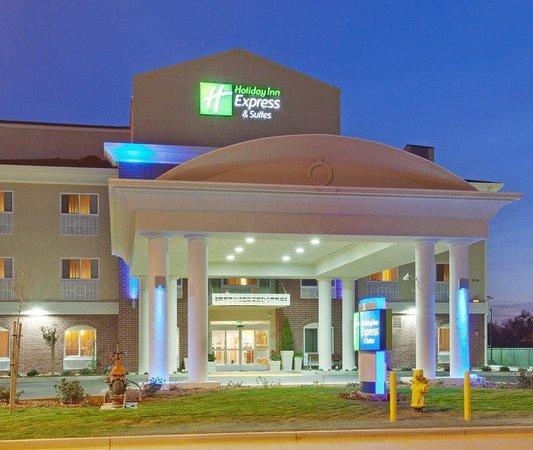Holiday Inn Express Hotel & Suites Sacramento NE Cal Expo: Hotel Exterior