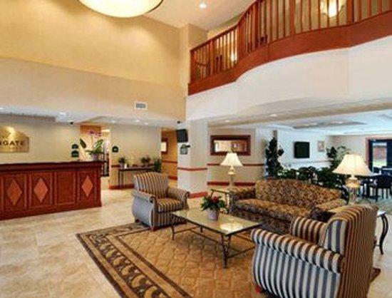 Wingate by Wyndham Lafayette Airport: Lobby