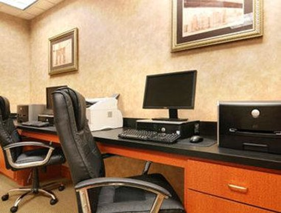 Wingate by Wyndham Lafayette Airport : Business Center