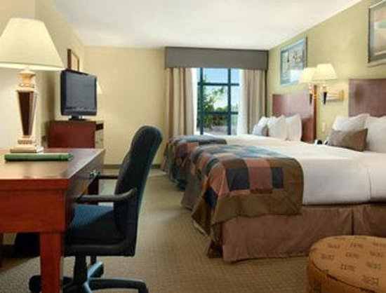 Wingate by Wyndham Lafayette Airport : Standard Two Double Bed Room