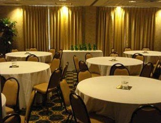 Wingate by Wyndham Lafayette Airport : Conference Room