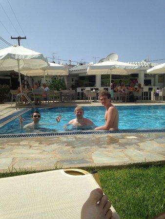 Kristalli Hotel Apartments : Pool Area / Bar