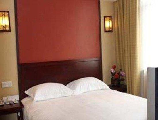 Super 8 Shanghai Hongqiao Shuniu Wuzhong Road: One King Bed Room