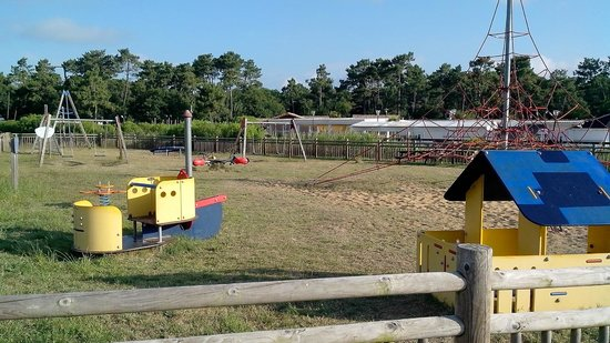 Camping Airotel Les Viviers: l'unique aire de jeux pour les jeunes enfants