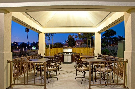 Candlewood Suites Santa Maria: Guest Patio