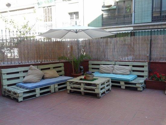Bed & Art Hostel: terrazza sala colazione