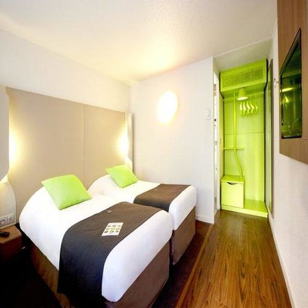Campanile Villeneuve St Georges : Twin room
