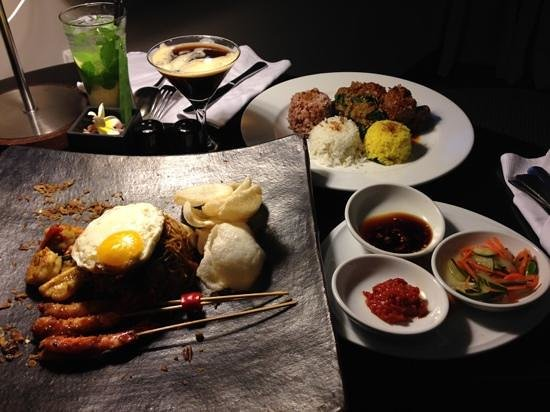 Pullman Bali Legian Nirwana: in room dining team didn't keep us waited for long for our supper